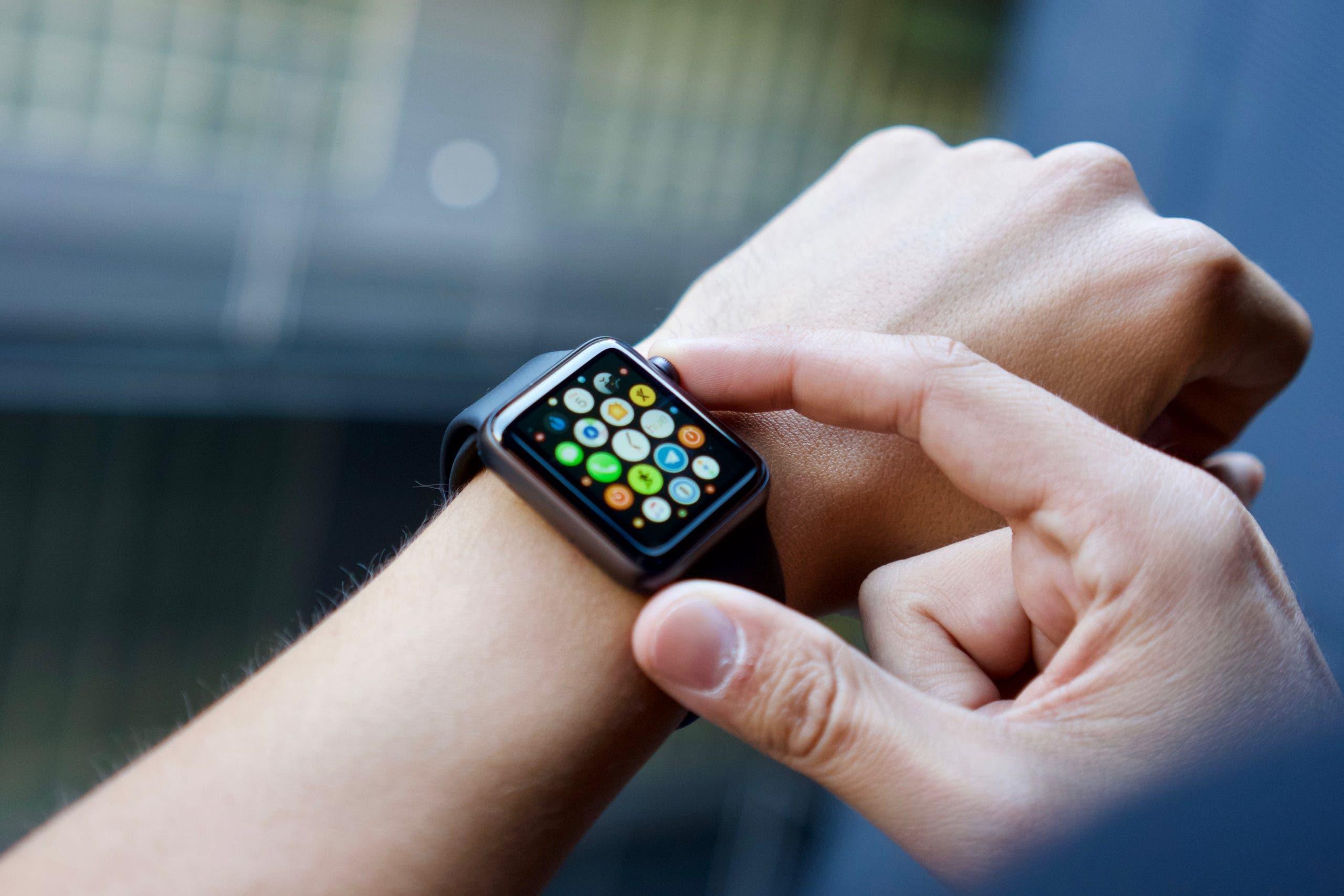El nuevo Apple Watch le acompañaria una versión más económica